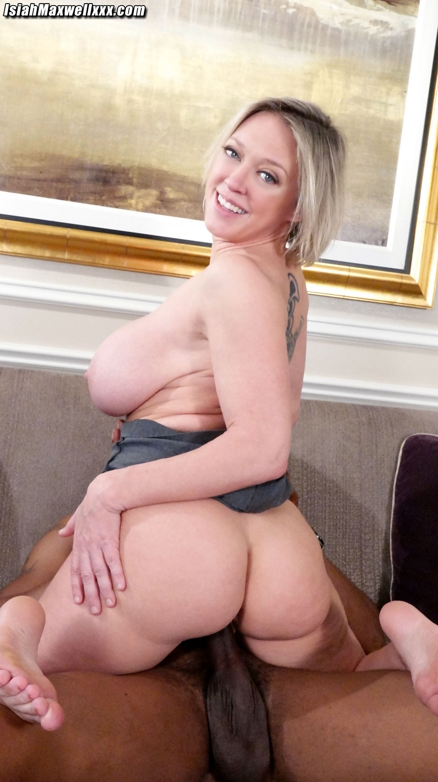 Voluptuous Dee Williams goes crazy for a BBC from Isiah ...